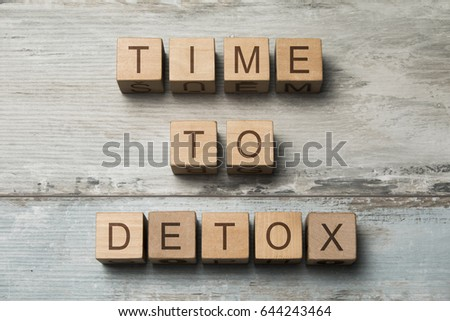 Time To Detox text on a wooden cubes