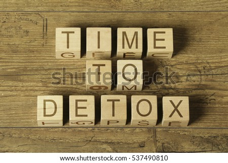 time to detox text on old wooden background