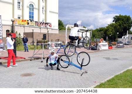 Timur Ibragimov and Mikhail Sukhanov's performance, champions of Russia on a cycle trial. City Day of Tyumen on July 26, 2014