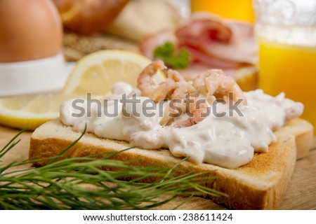 Toast bread with shrimp salad, dill and lemon