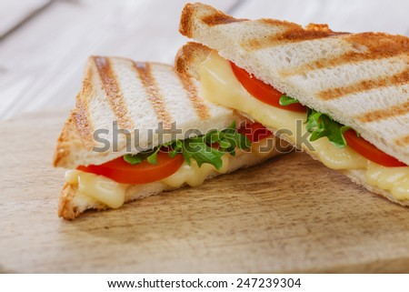 toast sandwich grill with tomato and cheese