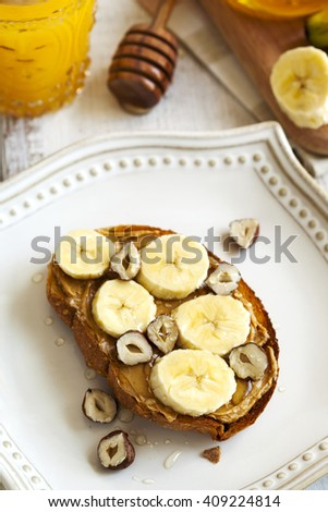 Toast with bananas, peanut butter, nuts and honey