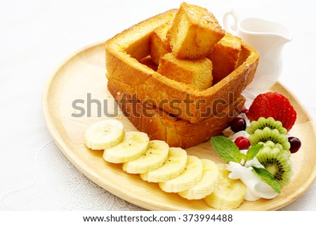 Toast with honey and fruit