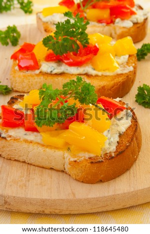 toasts with bell pepper, cheese and parsley