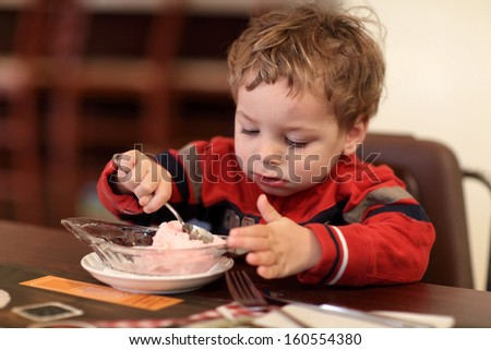 Toddler eating ice cream at a cafe