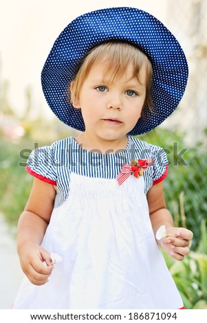 toddler girl  with little flowers