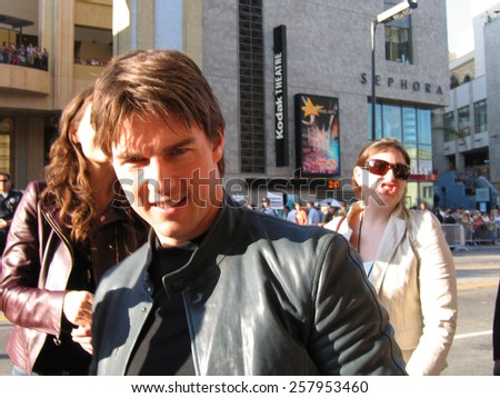 "Tom Cruise at the ""War of the Worlds"" Los Angeles Fan Screening held at the Grauman's Chinese Theater in Hollywood on June 27 2005. - stock photo"