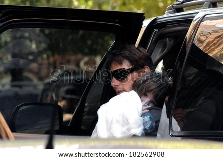 Tom Cruise, daughter Suri out and about for CANDIDS - Celebrities in New York, Manhattan, New York, NY, August 16, 2008 - stock photo