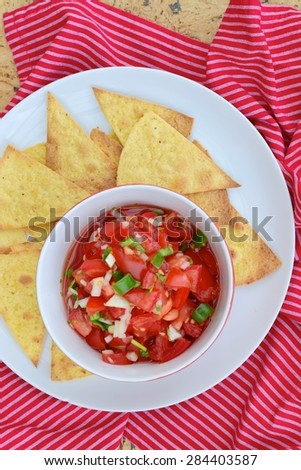 Tomato Salsa Dip with Tortilla Chips