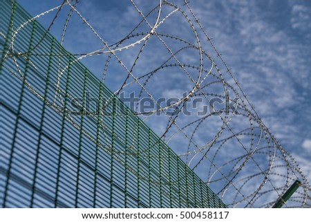 Top border security spiral barbed wire fence