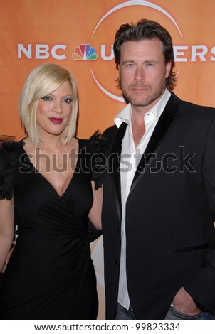 Tori Spelling and Dean McDermott  at the NBC Universal  Press Tour All-Star Party, Langham Huntington Hotel, Pasadcena, CA. 01-13-11 - stock photo