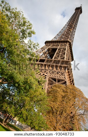 Tour Eiffel in autumn