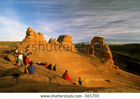 tourist crowd around Delicate Arch in Arches National Park