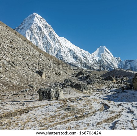 Tourists on the way to the legendary glacier circus Khumbu, from where the assault Mount Everest - Nepal, Himalayas - stock photo