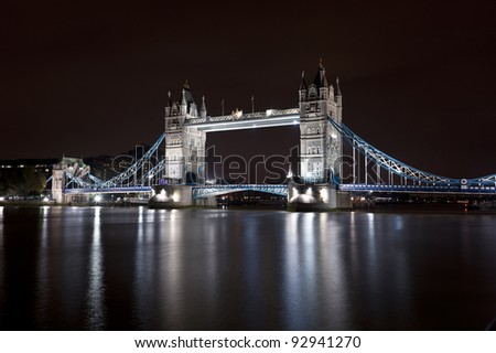 Tower Bridge at night/Tower Bridge bei Nacht