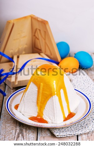 Traditional Easter cottage cheese dessert and easter eggs - stock photo