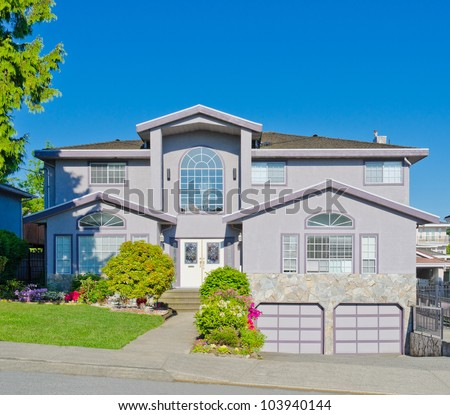 Traditional North American home with double doors garage in the suburbs of Vancouver