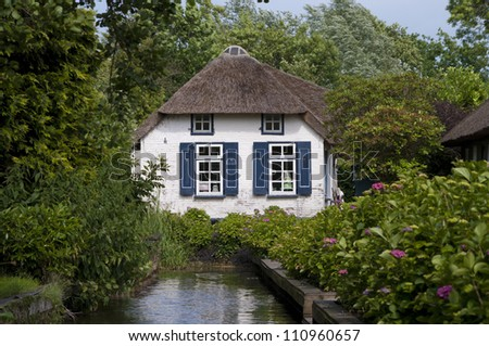 traditional thatched house in the touristic village Giethoorn in the Netherlands