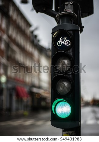 Traffic light with bicycle sign