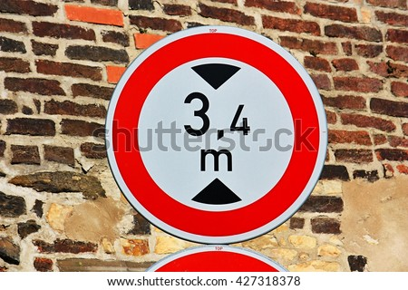 Traffic sign - No vehicles taller than indicated - stock photo