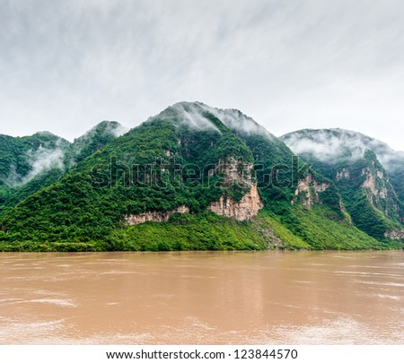 Traveling by ship between the mountains on the Yangtze River