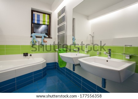 Travertine house - children's bathroom in beautiful colors