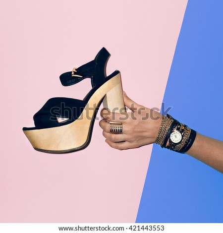 Trendy Look. Black Shoes, black Jewelry. Fashion Style Black Lady