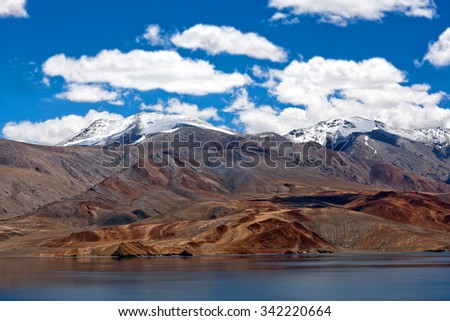 Tso Moriri lake in Ladakh, North India. The lake is at an altitude of 4 595 m; it is the largest of the high altitude lakes in the Trans-Himalayan biogeographic region.