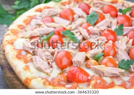 Tuna and and fresh cherry tomatoes pizza