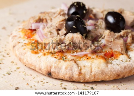 tuna and onion baby pizza