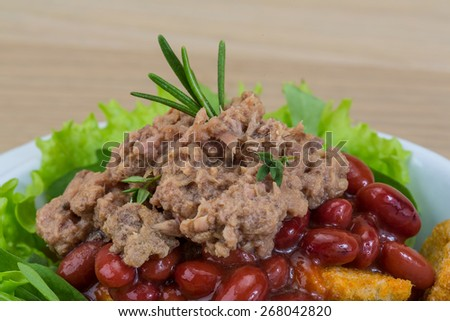 Tuna salad with beans, ruccola and croutons - stock photo