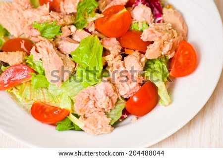 Tuna salad with different vegetables