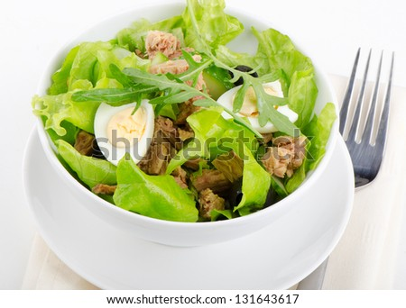 tuna salad with fresh vegetables