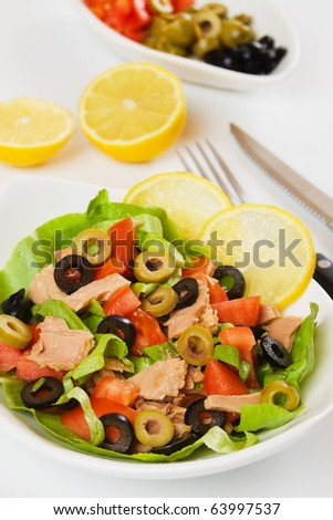 Tuna salad with lettuce, tomato and sliced olives