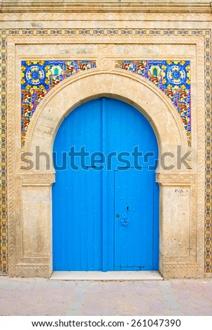 Tunisia, El Jem, old houses of the Medina, detail of a door - stock photo