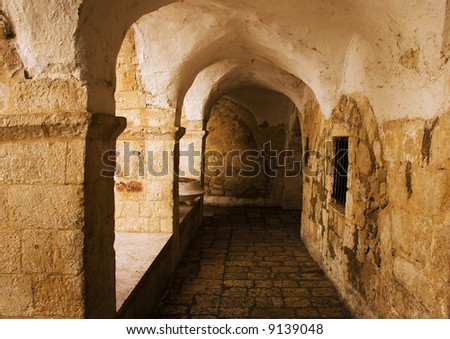 Tunnel of the old synagogue