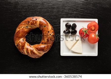 Turkish Bagel / olive / tomato / chesee
