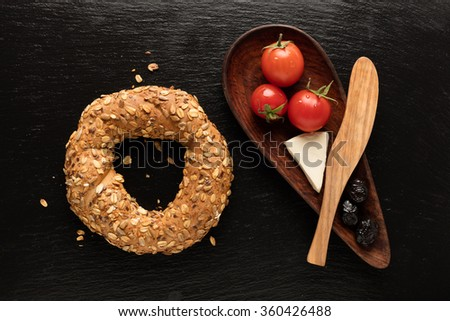 Turkish Bagel / Tomato / Cheese / Olive / Simit