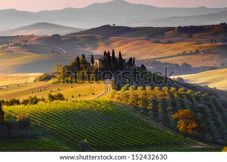 Tuscany, farmhouse and landscape on the hills of Val d'Orcia - Italy