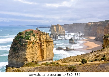 Twelve Apostles along Great Ocean Road, Victoria (Australia)