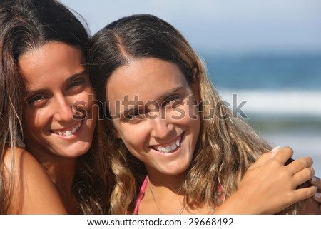 twins smiling in the beach