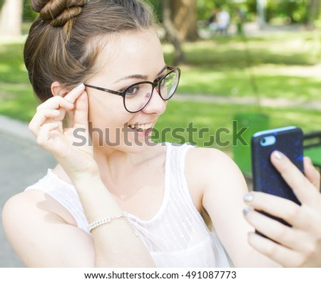 Two beautiful girls making selfie in a parc