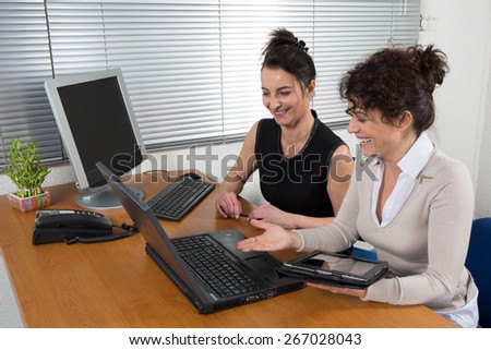 Two employees talk to about the business project  in her office