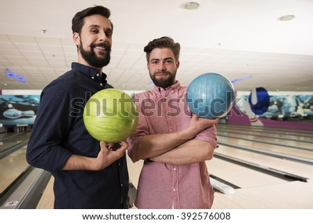 Two friends before bowling game