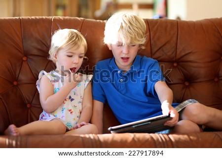 смотреть порно сайт брат с сестрой