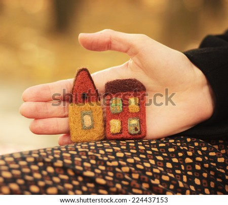 two little houses and hand