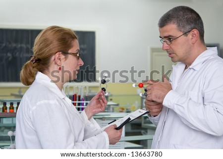 Two researchers discuss about the experiment strategy in a laboratory.All the inscriptions are mine.
