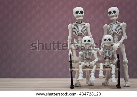 Two skeletons and 2 little skeletons family portrait