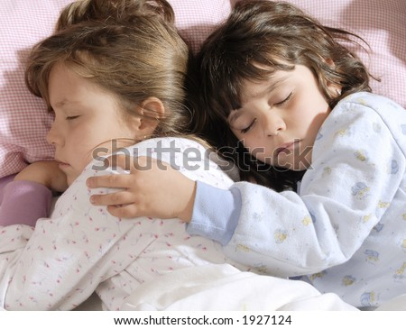 pictures-of-girls-sleeping-together