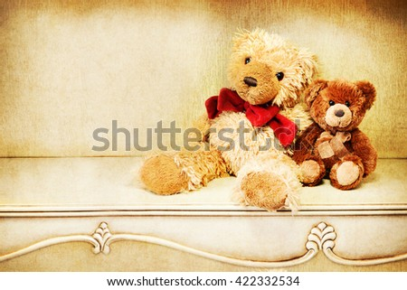 Two teddy bear on a vintage table.